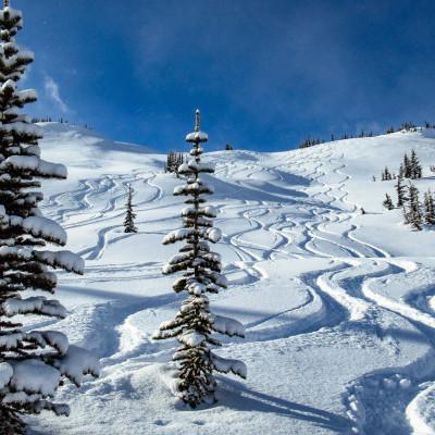 20 Meter schnee bei Last Frontier Heliskiing